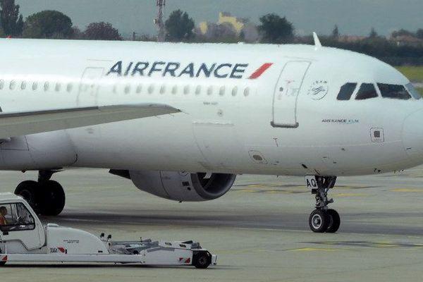 Un avion AirFrance sur le tarmac de l'aéroport Marseille-Provence en octobre 2015