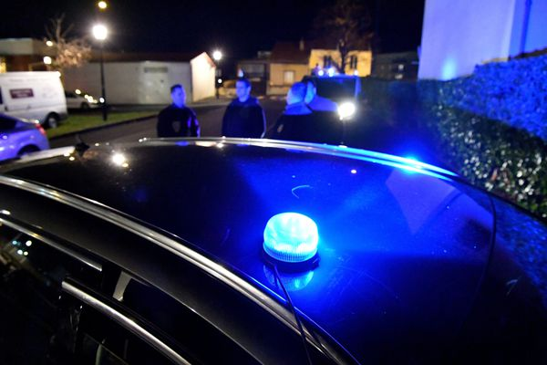 Illustration d'une intervention nocturne de la police