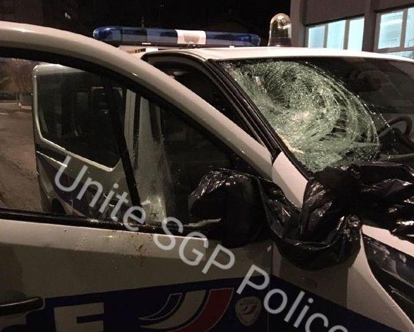 Selon le syndicat unité SGP 54 les violences contre les policiers ont fortement augmenté en 2019. Voiture caillassées à Laxou, cité des Provinces mardi 19 novembre.