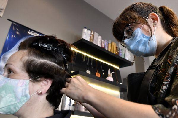 Les coiffeurs ont pu rouvrir leurs salons lundi 11 mai, mais avec de nombreuses mesures sanitaires.