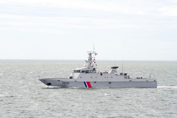 Le patrouilleur de service public (PSP) Pluvier de la Marine nationale est intervenu pour prendre en charge le naufragé.