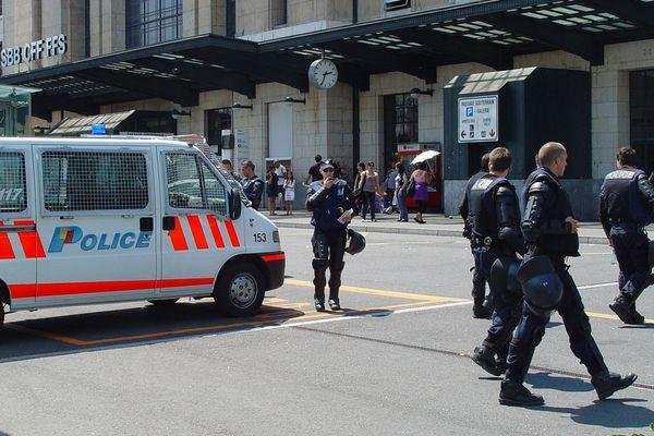 Les policiers genevois auraient saisi de l'argent sur un compte bancaire.