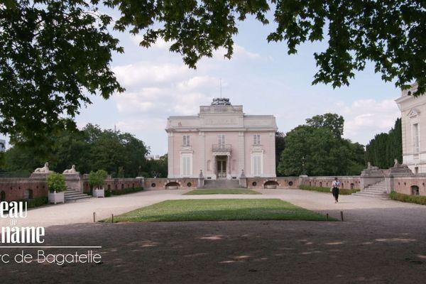 Au  cœur du bois de Boulogne, ce parc doit son nom à un ancien pavillon et lieu de libertinage, celui de bagatelle.