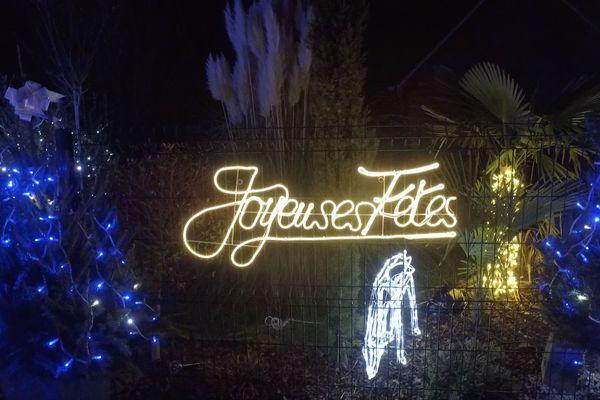 A Olivet, Cléry-Saint-André et Lailly-en-Val, rencontre avec des passionnés qui décorent leurs maisons pour Noël.