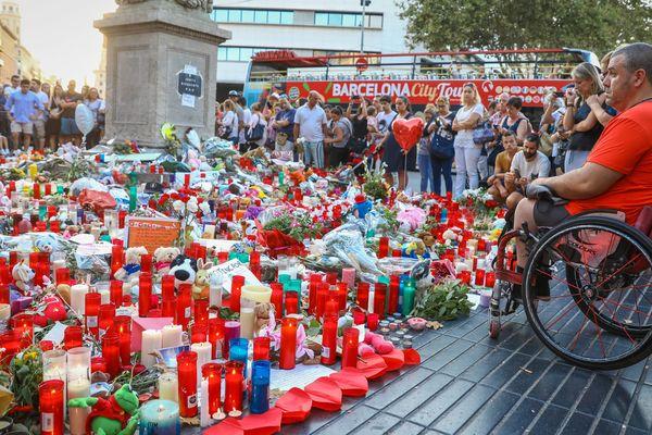 Un rassemblement en hommage aux victimes est organisé samedi par les autorités à Barcelone. À Toulouse, à la même heures, un rassemblement sera organisé place du Capitole.