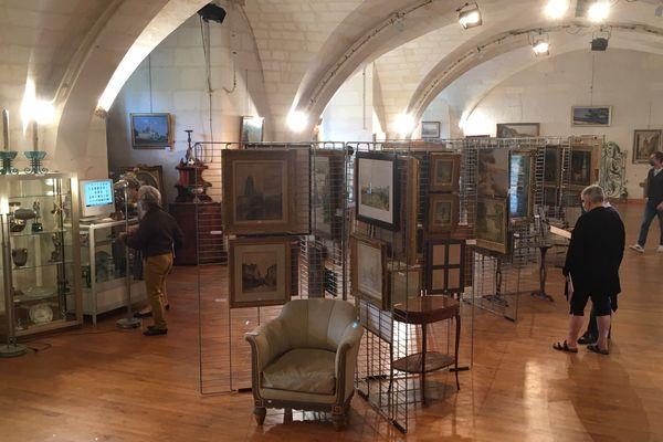 Les œuvres sont exposées dans l'auditorium de l'Abbaye aux Dames de Saintes