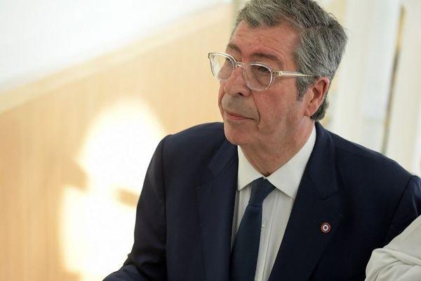 Le maire de Levallois-Perret a été condamné à une peine de quatre ans de prison pour fraude fiscale et cinq ans de prison pour blanchiment de fraude fiscale.