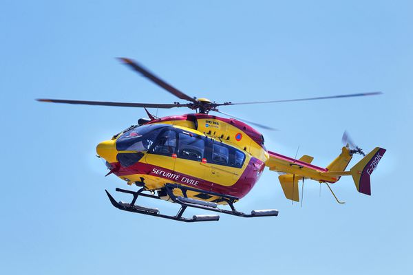 Un hélicoptère de la sécurité civile a été mobilisé pour rechercher un jeune homme de 29 ans, disparu aux abords de la plage de l'Espiguette, au Grau-du-Roi (Gard). Il a été retrouvé décédé. - 25 juillet 2021.