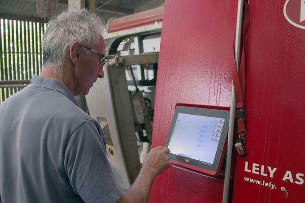 Agriculteurs 3.0 : Vincent Moinard, producteur laitier en Vendée et son robot de traite