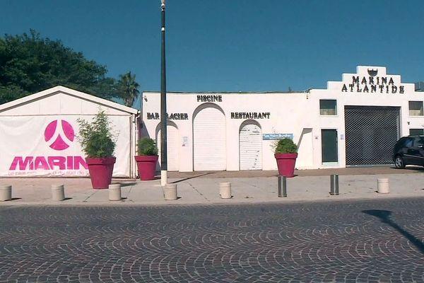Port-Barcarès (Pyrénées-Orientales) - le site hôtel, restaurant, discothèque Le Marina Atlantide - voiles blanches - 2020.
