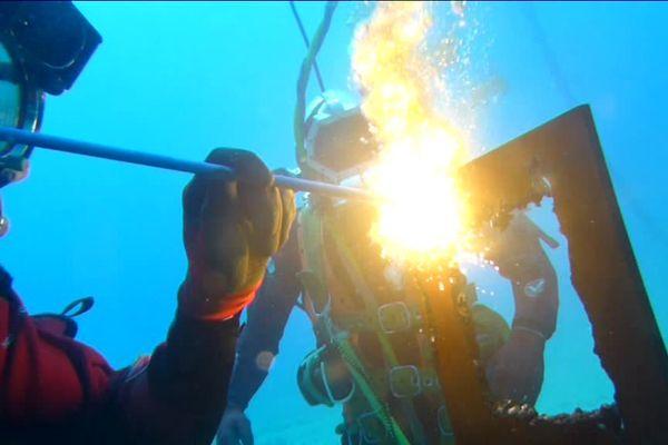 L'ENS est située au bord de la Méditerranée, sur la presqu'île de Saint-Mandrier, dans le Var. Les sites de plongée sont situés à moins de 15 minutes en bateau.