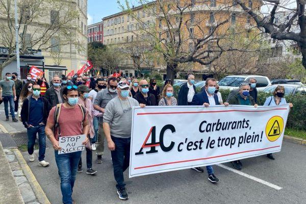 Une centaine de personnes ont pris part au rassemblement.