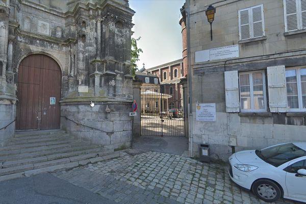 L'entrée de l'Insitution Saint-Joseph du Moncel à Pont-Sainte-Maxence
