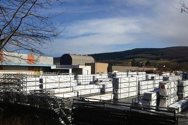 L'entreprise de menuiseries en PVC Oxxo, qui emploie 420 salariés à Cluny, en Saône-et-Loire, a été placée en redressement judiciaire