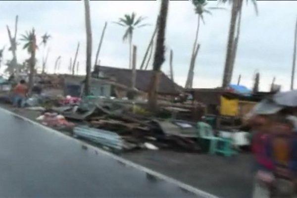 Rue dévastée aux Philippines