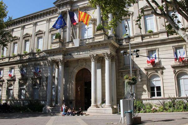 Sept candidats se présentent face à la maire sortante d'Avignon (Vaucluse) pour ces élections municipales 2020.