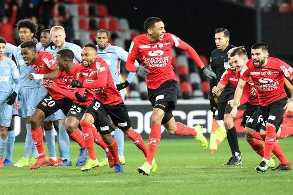 La joie des Guingampais à l'issue de leur victoire au tirs au but en demi-finale de Coupe de la Ligue face à Monaco au stade du Roudourou à Guingamp - 29/01/2019
