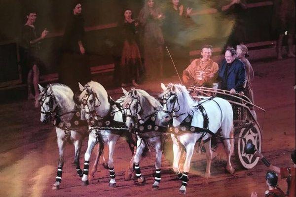Robert Hossein avait fait appel au dresseur équestre de l'Oise Mario Luraschi pour la mise en scène de son spectacle Ben-Hur