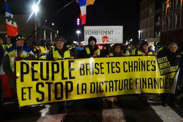 """Les """"gilets jaunes"""" étaient 400 selon l'AFP et près de 1 000 selon certains participants."""