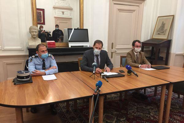 Conférence de presse du procureur de la République d'Amiens Alexandre de Bosschère lundi 16 novembre au sujet du décès de deux adolescents à Poulainville.