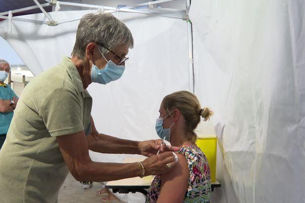 Le centre de vaccination au Palais des Congrès de Soulac-sur-mer est ouvert tout l'été.