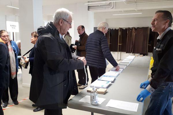 Photo Archives mars 2020. Bureau de vote à Tours