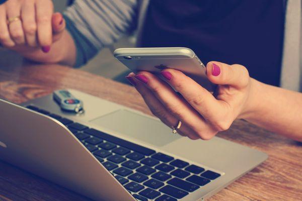 Ordinateur, smartphone, objets connectés : la sobriété numérique s'impose et s'apprend.