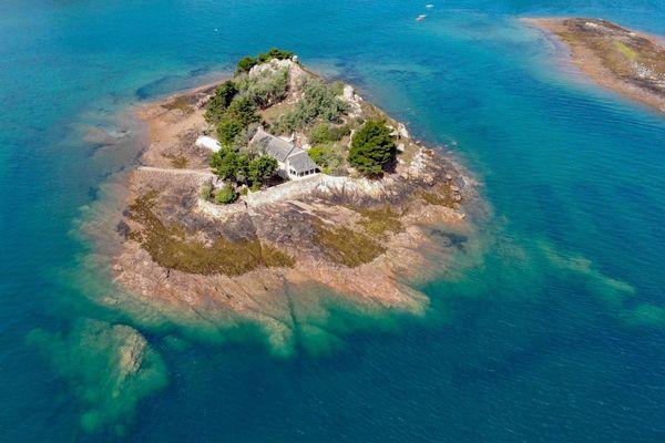 L'île de Roch Ar Hon se situe près de Bréhat dans les Côtes-d'Armor.