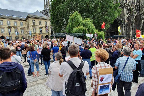 Le cortège rouennais devant l'hôtel de ville ce 31 juillet.