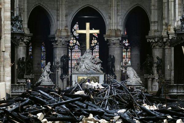 L'intérieur de la cathédrale a été également très détérioré mais des objets ont pu être sauvé.