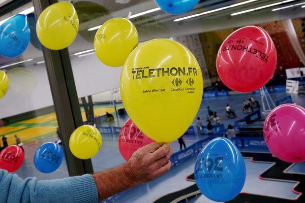 Les promesses de dons se font au numéro 3637 dès vendredi matin et pendant une semaine tandis que les dons peuvent se faire directement sur telethon.fr toute l'année.