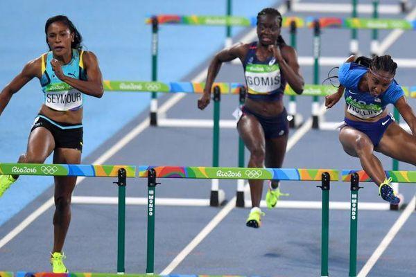 Sandra Gomis (au centre) n'a rien pu faire en demi-finale du 100m haies.