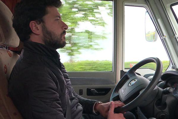 Le docteur Martial Jardel au volant de son camping-car