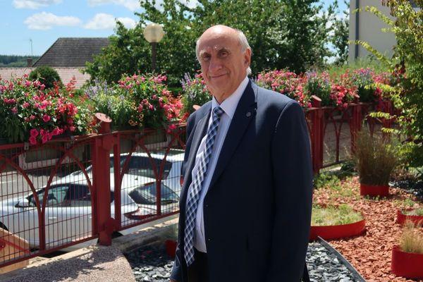 Alain Philibert (Parti Communiste Français) a décroché son 4e mandat de maire de Saint-Vallier le 28 juin 2020. Il est à la tête de cette commune de Saône-et-Loire depuis le 16 janvier 2000.