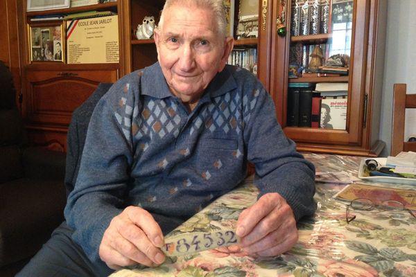 Jean Jarlot, ancien résistant de Montchanin, en Saône-et-Loire, a été dénoncé et déporté dans des camps de concentration en Allemagne pendant la Seconde Guerre mondiale.