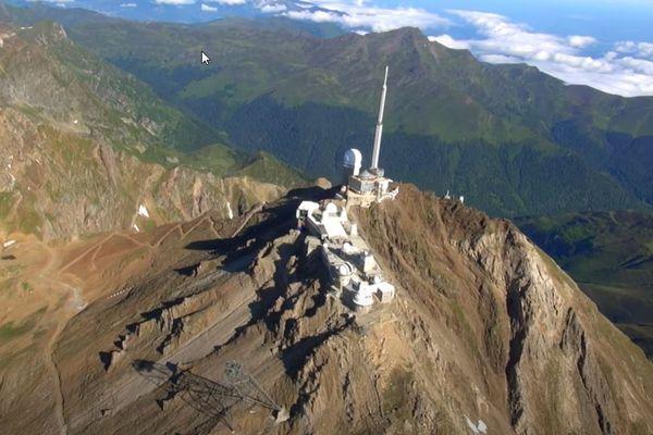 Le Pic du Midi de Bigorre est un des points culminants des Pyrénées connu pour son observatoire astronomique.