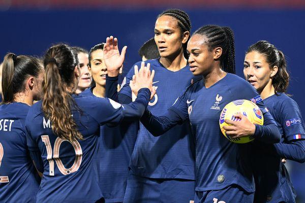 Les Bleues photographiées lors d'un match de qualification contre l'Autriche en championnat d'Europe.