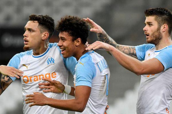 05/02/2019 - Le défenseur marseillais Boubacar Kamara après son but face à Bordeaux, avec Lucas Ocampos (G) et Duje Caleta Car (D).
