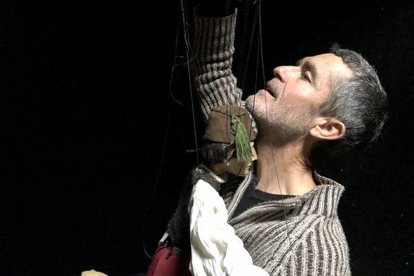 Matthias, marionnette complice d'Hervé Monnerais
