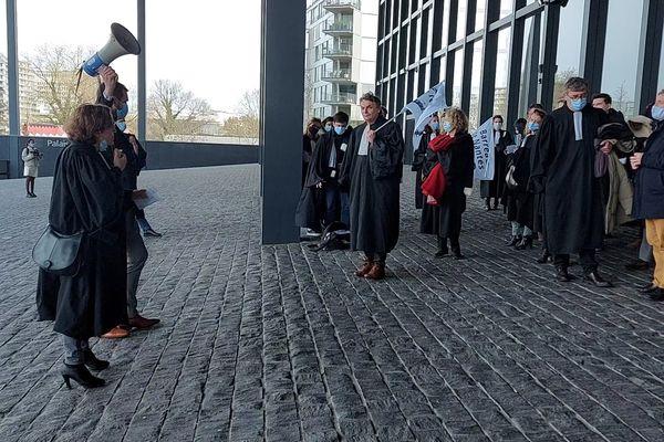 Mercredi 17 mars 2021, des avocats du barreau de Nantes dénoncent un incident lors d'un procès à Aix-en-Provence.