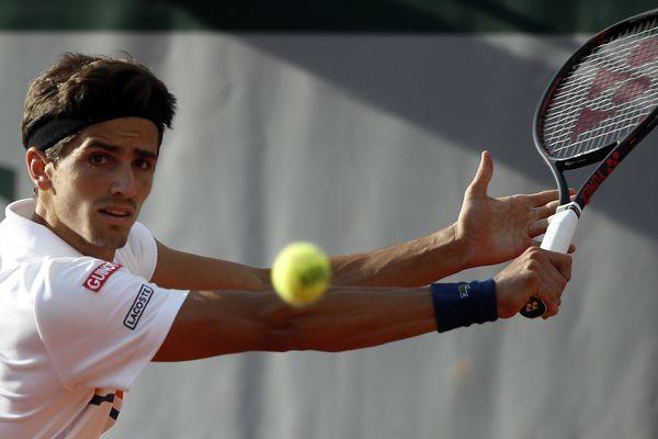 Le Strasbourgeois Pierre-Hugues lors de sa défaite face à John Isner au troisième tour de Roland Garros