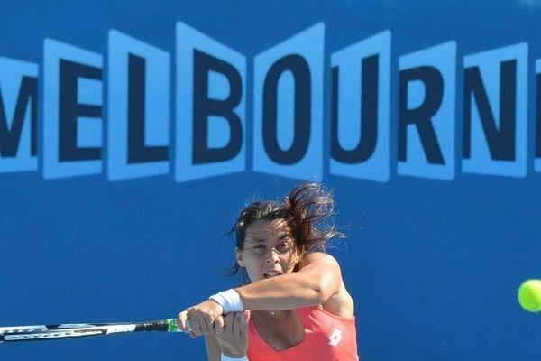 Australie, Melbourne: Marion Bartoli, la native du Puy-en-Velay (Haute-Loire), s'est qualifiée mercredi pour le troisième tour de l'Open d'Australie de tennis. La française, 11ème mondiale, a battu la serbe Vesna Dolonc 7/5 6/0.
