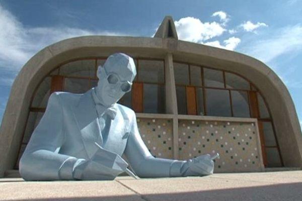 Un grand buste de résine représentant Le Corbusier, une oeuvre signée Xavier Veilhan