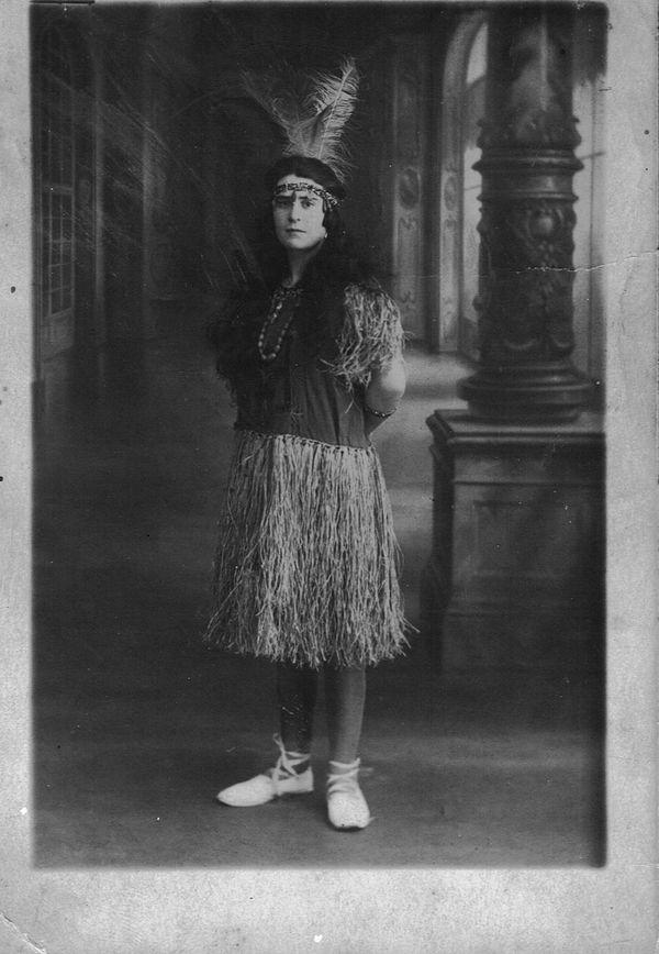 A l'époque des années folles,  en 1923, mon arrière-grand-mère, Germaine. Elle a 19 ans.