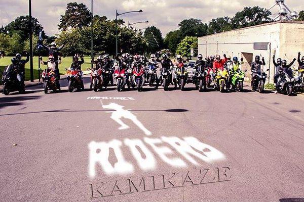 """Le groupe des """"Kamikaze riders""""."""