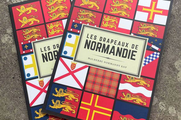 """Le Malherbe Normandy Kop, groupe de supporters du SM Caen, vient de publier """"Les Drapeaux de Normandie"""", un ouvrage de près de 200 illustrations sur les emblèmes de la région au fil des siècles."""