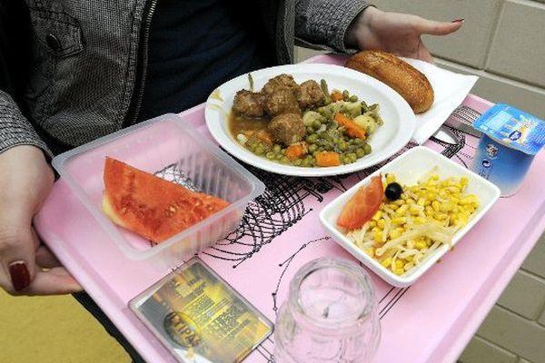 Les élèves des collèges publics de la Mayenne mangeront 100% français et au moins à 50% local à partir de la rentrée 2015