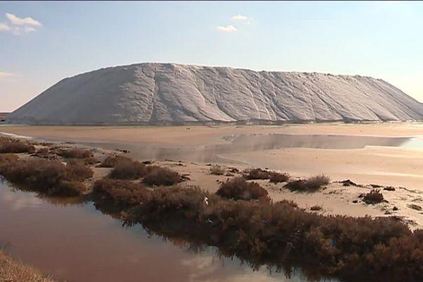 Le site des Salins-de-Giraud est spécialisé dans le sel de déneigement.