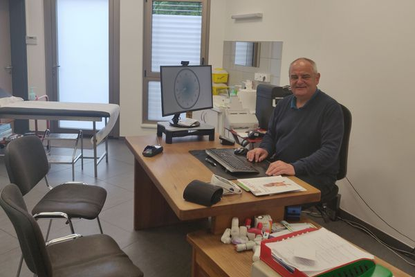 Patrick Vogt dans son cabinet médical