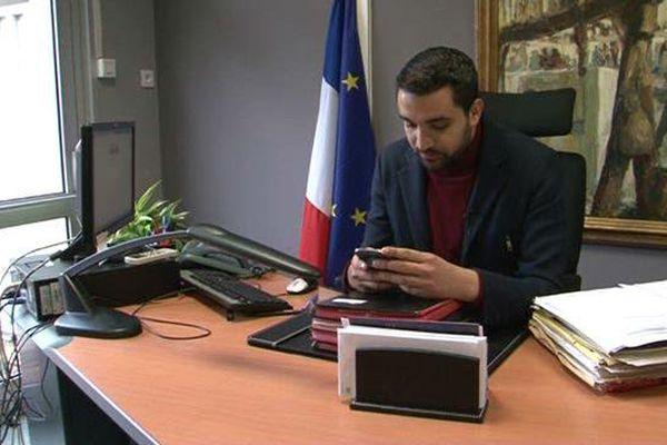 Amine El Khatmi dans son bureau à Avignon.